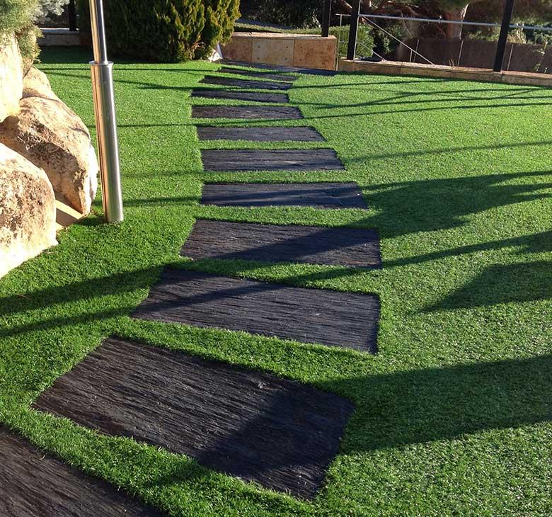 diseño de jardines. cesped artificial